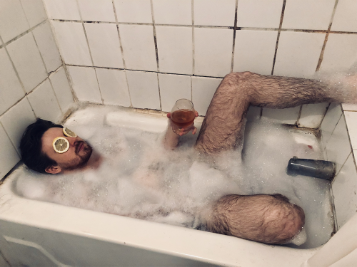 http://auteurresearch.com/wp-content/uploads/2019/06/Keith-in-Tub_small_CREDIT_Claudia_Konopko-wpcf_500x375.png